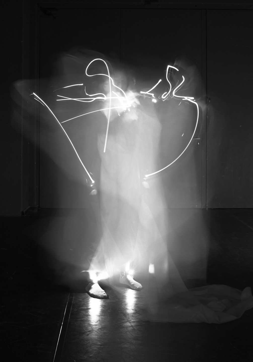tracking-dance-folding-a-sheet-1005x1435px